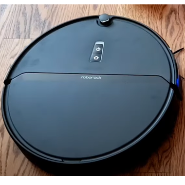 Robot vacuum cleaner with gyroscope